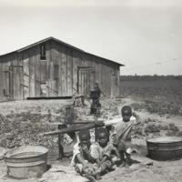 Children_of_sharecropper,_near_West_Memphis,_Arkansas,_1935.jpg